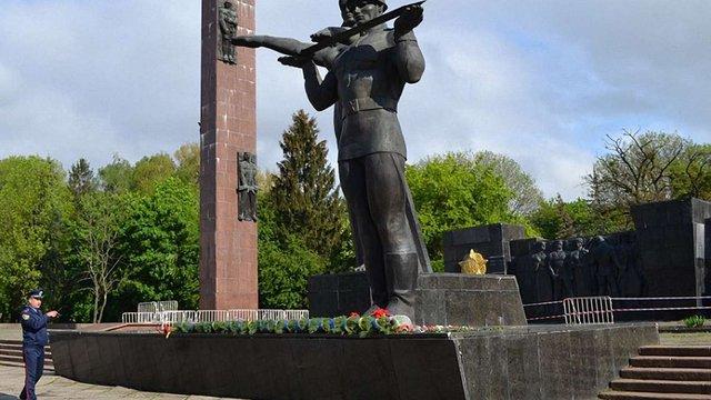 У Львові огородять аварійну частину Монумента Слави