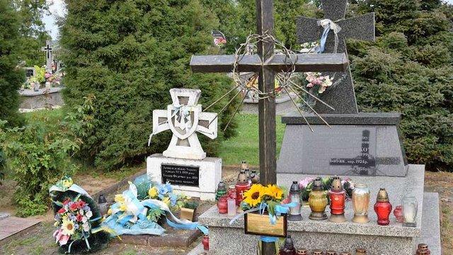 Хрест із пам'ятника воякам УПА у Грушовичах відновили, спотворивши його значення