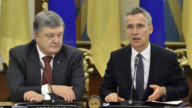 Президент заявив, що Україна поки не подаватиме заявку на членство в НАТО