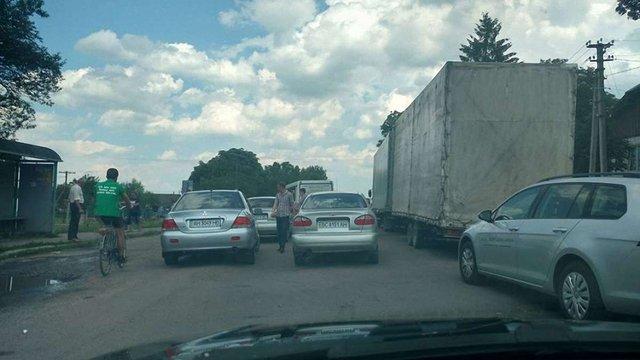 На Львівщині селяни дві години блокували дорогу Львів-Трускавець  через закриття  школи