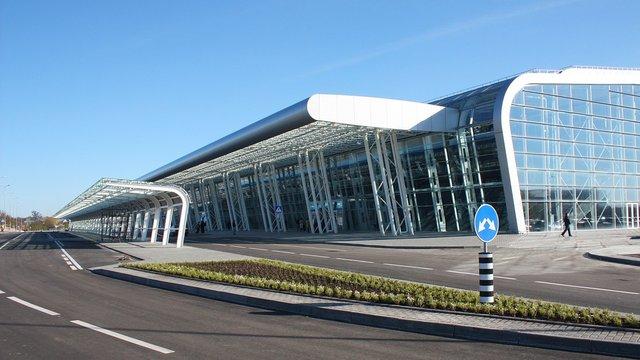 Гройсман наполягає, аби Ryanair залишився хоча б у Львові