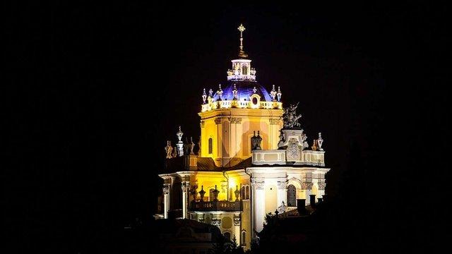 Група львівських блогерів дроном зняли нічне відео про храми Львова