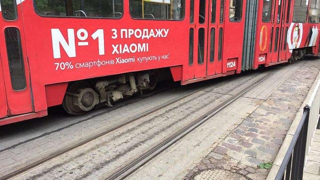 На вул. Коперника трамвай зійшов із рейок