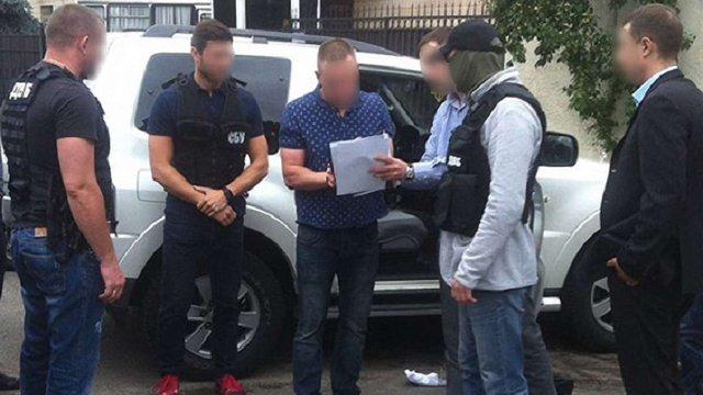 У Києві на хабарі затримали поліцейського, який двічі поновлювався на посаді