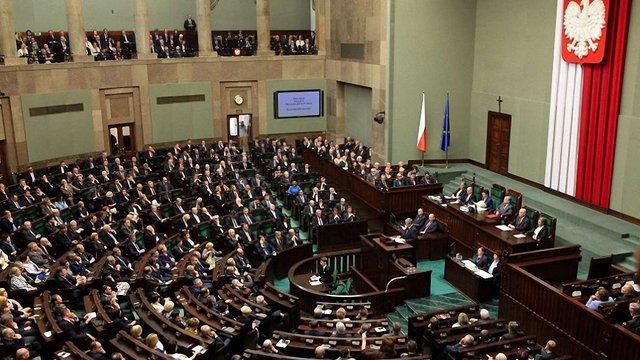 Сенат Польщі прийняв зміни до законів, які обмежують незалежність судів