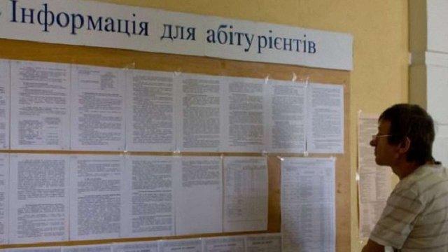 Вступникам до ВНЗ дозволили подавати паперові заяви через проблеми з е-кабінетами