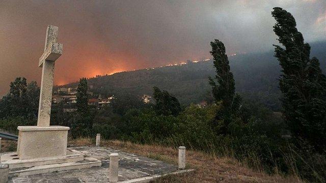 Хорватію охопили масштабні пожежі, вогонь вже поширився на Адріатичному узбережжі