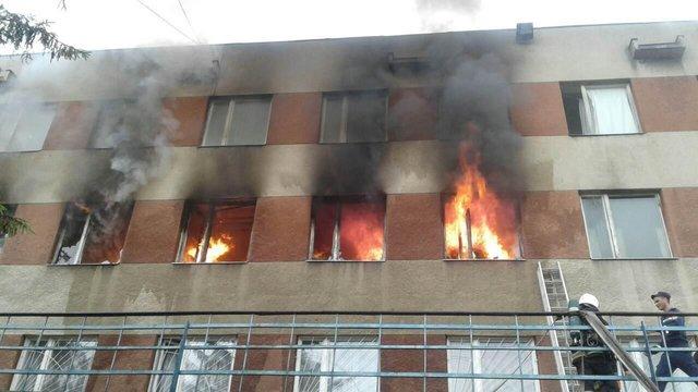 У Львові горіла адміністративна будівля локомотивного депо