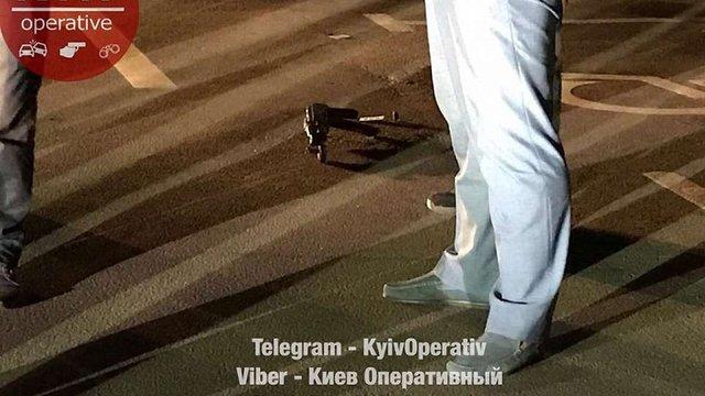 У Києві біля ТРЦ невідомі розстріляли чоловіка з автомата