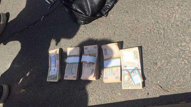 Співробітників ДФС в Київській області затримали на отриманні ₴260 тис. хабара