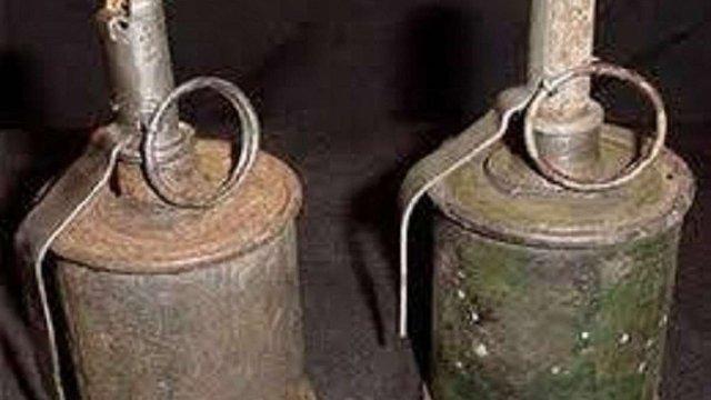 Знайдені ручні гранати мешканець Жидачівщини передав у шкільний музей