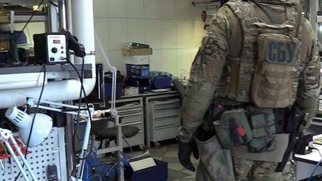 СБУ викрила підприємство, що допомагало бойовикам технічними засобами