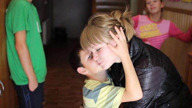 «Діти із дитбудинків мають прогалини у навчанні через непросте життя»
