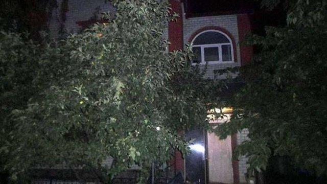 У Харкові озброєні грабіжники увірвалися в приватний будинок і забрали $10 тис.