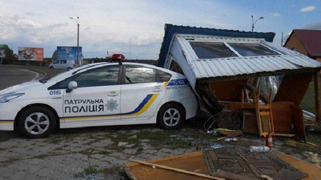 На Рівненщині маршрутка під час аварії на трасі знесла пост поліції