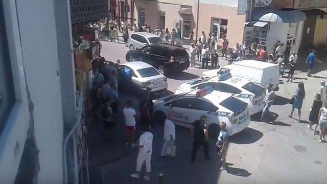 У центрі Івано-Франківська обстріляли автомобіль, поранений чоловік