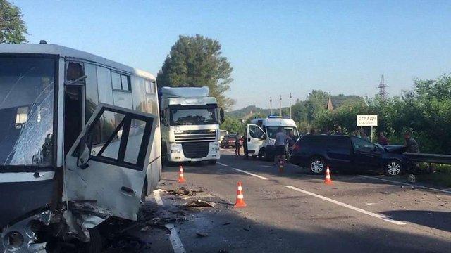У ДТП поблизу Страдча потрапили легковий автомобіль та маршрутка
