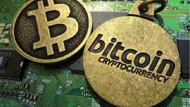 Сьогодні Bitcoin розпадеться на дві окремі валюти