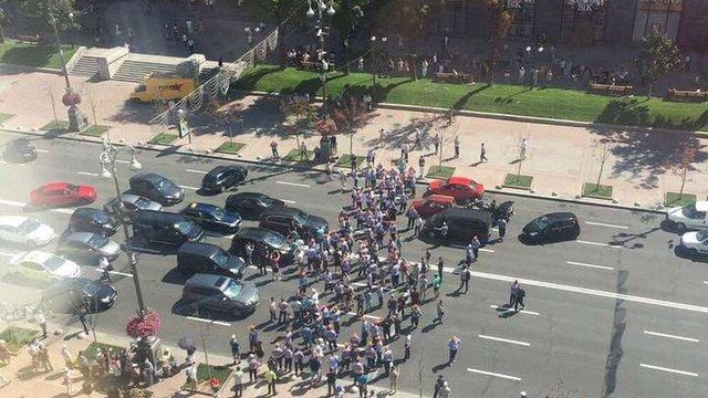 У Києві паркувальники перекрили Хрещатик через відкриття пішохідної зони на Подолі