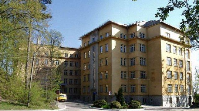 У Львові збирають кошти на закупівлю лампи фототерапії для реанімації новонароджених