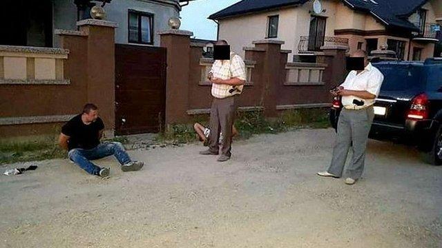 Поліція опублікувала відео затримання чоловіка, який влаштував стрілянину в Івано-Франківську