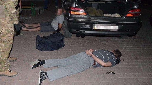 В Івано-Франківську затримали злочинців із арсеналом зброї
