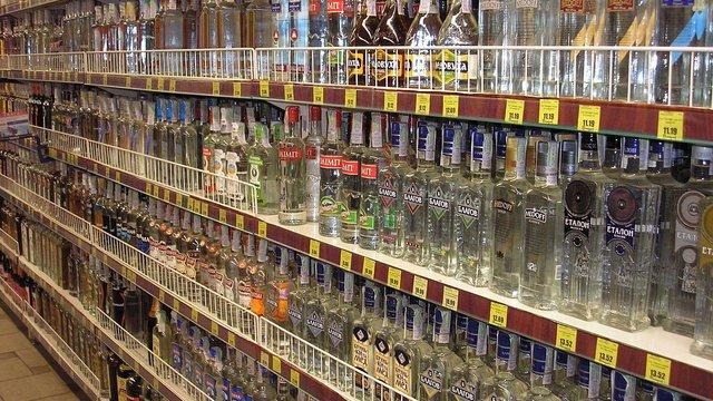 Уряд запропонував підвищити мінімальну ціну на горілку на 14%