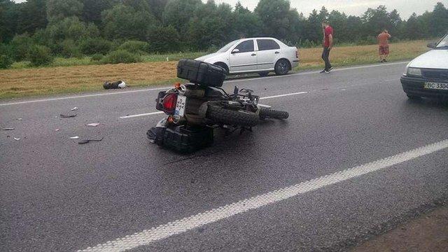 Унаслідок ДТП на трасі Київ-Чоп вантажівка переїхала 29-річного мотоцикліста