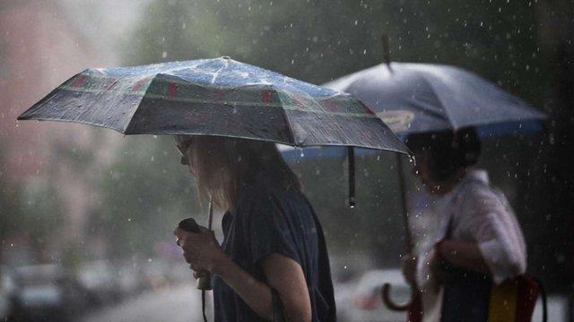 Українців попередили про сильні зливи і підйом рівнів води на річках