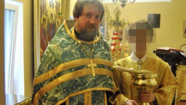 Зниклого священика РПЦ знайшли з повіями під час штурму борделю у Білорусі