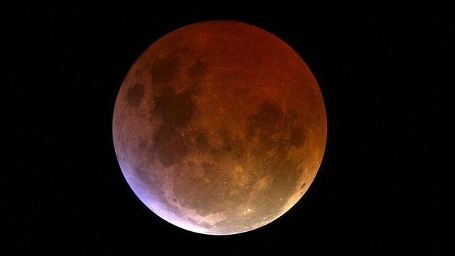 Сьогодні увечері можна побачити часткове місячне затемнення