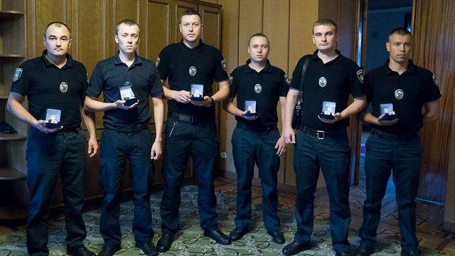 Львівських патрульних нагородили за героїзм під час звільнення заручників у психлікарні