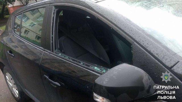 На Сихові затримали злодія, який викрадав реєстратори з автівок