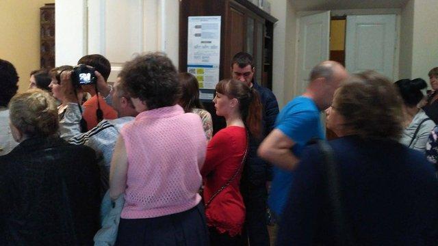 Львівські стоматологи знову заблокували приймальню Садового