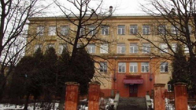 У львівській школі №44, де обвалилася балка сходів, завершили аварійно-відновлювальні роботи