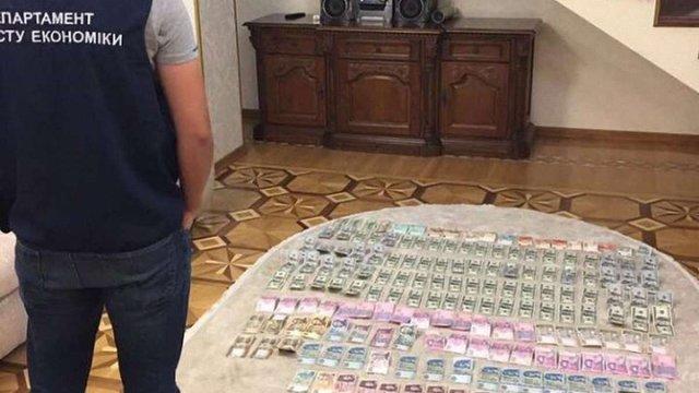 У затриманого на хабарі начальника відділу митного поста «Вилок» виявили угорський паспорт