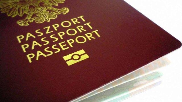 У Польщі закликають відмовитися від зображення львівського Меморіалу орлят на паспорті