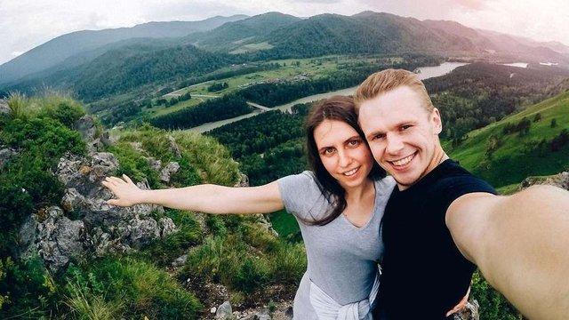 Поляки оштрафували п'ять туристів за «селфі» з українським прикордонним стовпом