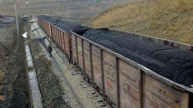 ЗМІ дізналися, хто контролює експорт вугілля з ОРДЛО до Європи