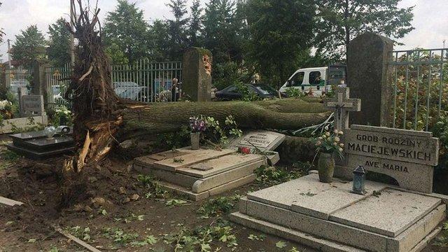 У Польщі через негоду загинули п'ятеро людей та майже 30 постраждали