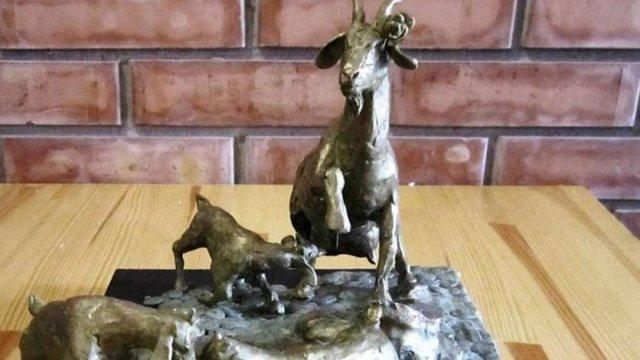 На Тернопільщині відкрили пам'ятник козі