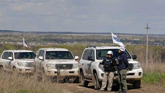 На Луганщині бойовик з гвинтівкою грозився розстріляти патруль місії ОБСЄ