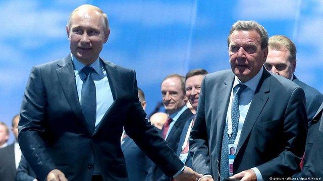 Німецькі політики назвали свого екс-канцлера «проплаченим лакеєм Путіна»