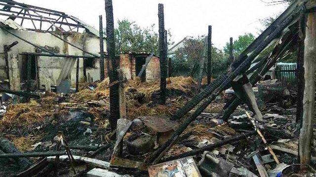 На Житомирщині семирічний хлопчик випадково спалив автомобіль, гараж і 5 т сіна