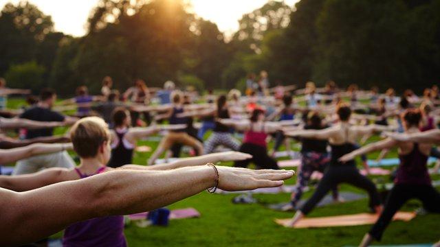 У Львові проведуть безкоштовне заняття йоги у парку «На валах»