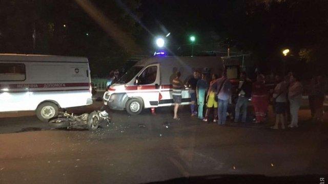 В Одесі водій BMW збив дівчину на мотоциклі і втік, залишивши в салоні посвідчення СБУ
