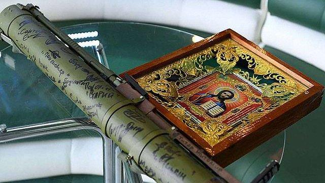 Бійці АТО передали у музей клубу «Карпат» експонати з передової