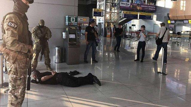 СБУ затримала на хабарі керівництво відділення поліції аеропорту Харкова