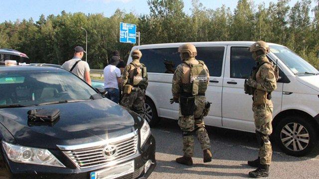 Біля Житомира затримали грузинського кримінальника з гранатою, бурштином і амфетаміном