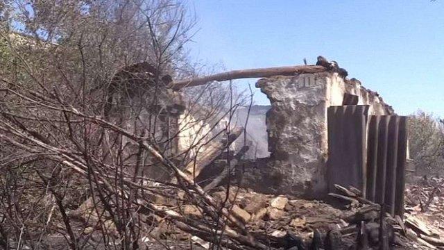 На Донбасі бойовики підпалили поля і спалили будинки мирних жителів